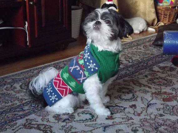 09-Ugly-Christmas-Sweaters
