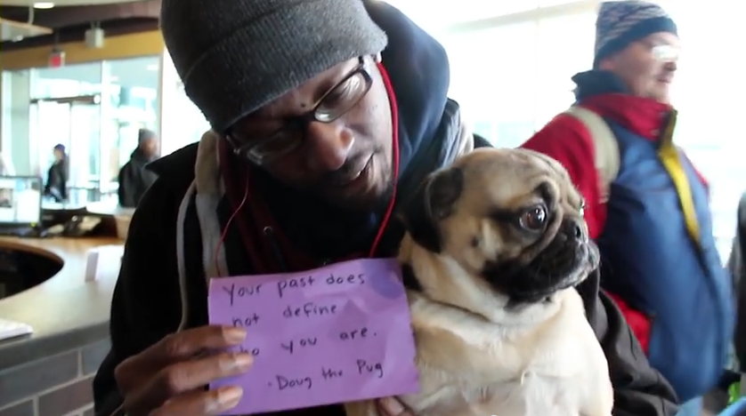 This Pug Gives Strangers Notes Of Encouragement – Their Reaction Says It All