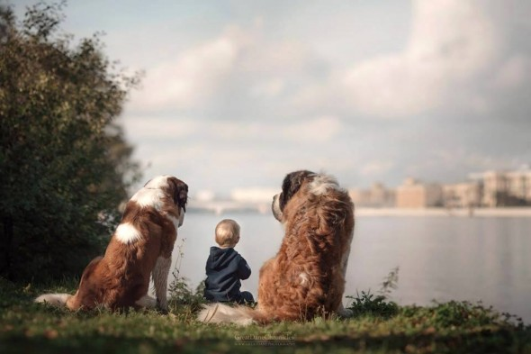 04-little-kids-and-their-big-dogs
