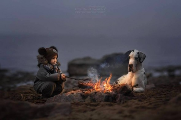 06-little-kids-and-their-big-dogs