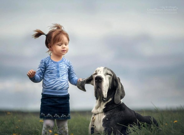 18-little-kids-and-their-big-dogs