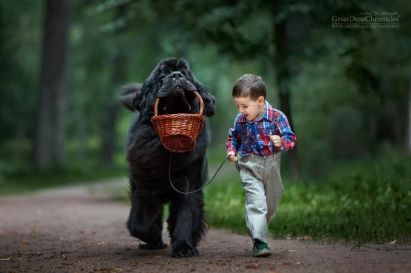19-little-kids-and-their-big-dogs